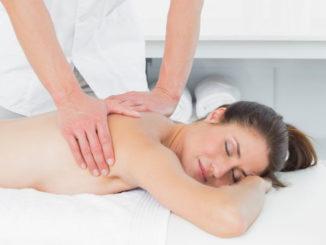 Jak przebiega masaż leczniczy kręgosłupa